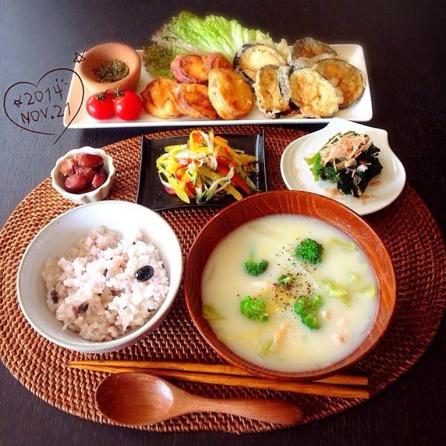 今日のお昼はずっと食べたかった天ぷらー₍₍ ◝(●˙꒳˙●)◜ ₎₎  サツマイモとナスの天ぷら 煮豆 パプリカとキュウリのマリネ ほうれん草のお浸し 白菜とブロッコリーのクリーム豆乳スープ  思いつきで作ったマリネが以外と良かったな٩(ˊᗜˋ*)وやっぱりこの季節はサツマイモの天ぷら最高だー!食べたいもの食べて満足(っ´ω`c)♡ 今週もあと少し!週末まで仕事頑張るぞー(ฅ•̀ㅁ•́ฅ) - 109件のもぐもぐ - 天ぷら定食₍₍(ง˙ω˙)ว⁾⁾ by amumu