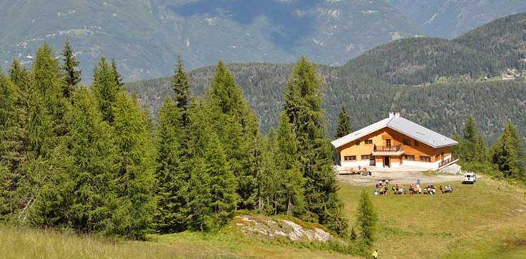 Aprica - Rifugi -Rifugio Valtellina - Valtellina  #aprica #valtellina #rifugi Il rifugio è equidistante a due interessantissimi itinerari escursionistici (con tratti di ferrata): la Gran Via delle Orobie e il Sentiero 4 Luglio.