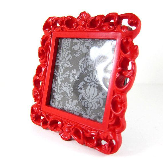 Yes, I'm really seeing red with this here rococo frame. The color appeals to the the Aries in me.