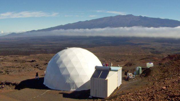 Volunteer crew begins eight-month mission on Hawaiis make-believe Mars