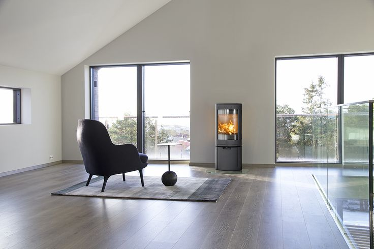 Jøtul F 378 Advance has a clean expression with a door in cast iron. It sits on base with clean lines all the way to the floor.