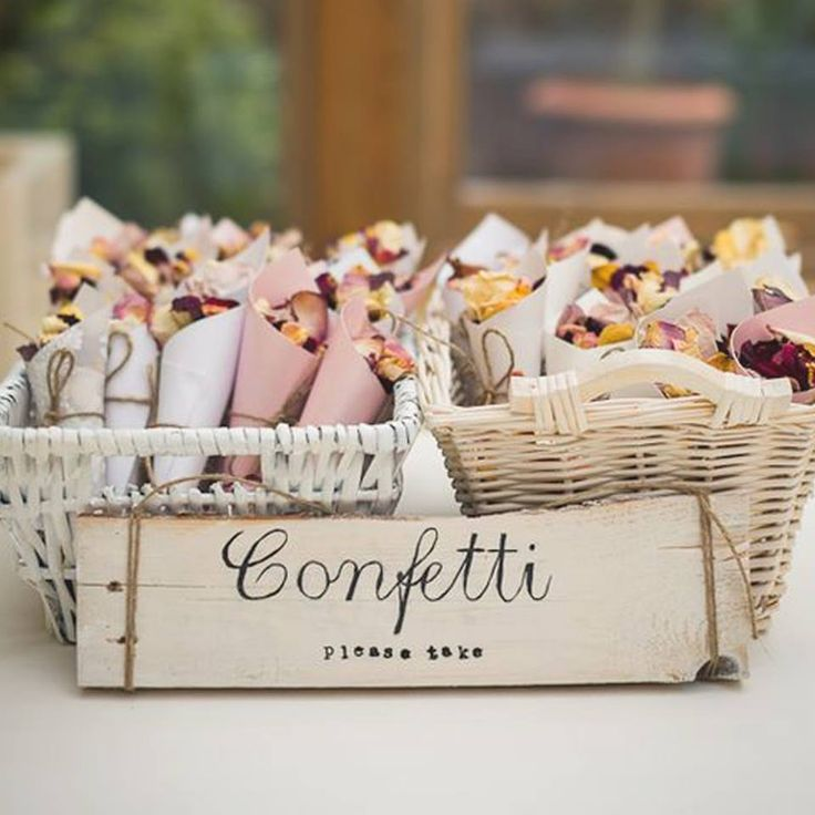 Looking for a #pretty way to hand out your #confetti? We love these #sweet little confetti cones
