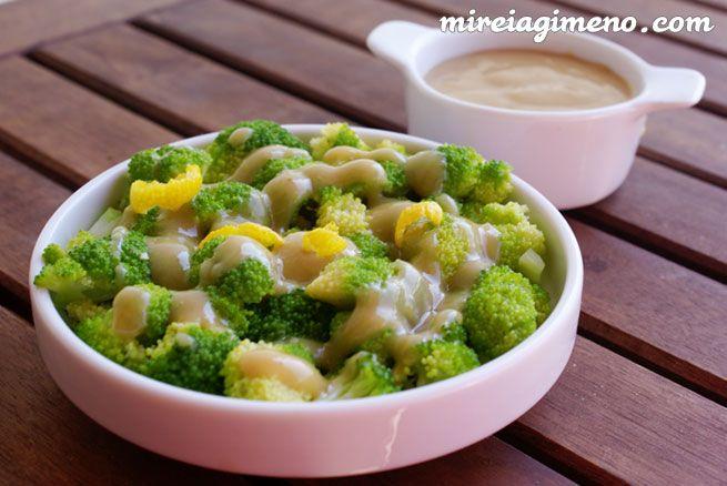 Brócoli con crema de limón http://www.mireiagimeno.com/recetas/brocoli-con-crema-de-limon