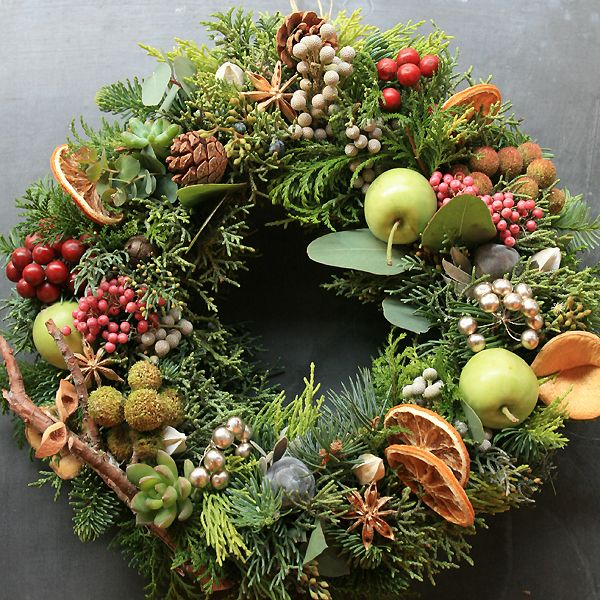 Stunning #Wreath with Fruits, Berries & #Holiday Greens!