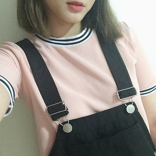 【light pink short sleeved shirt with black and white striped neckline and black overalls】