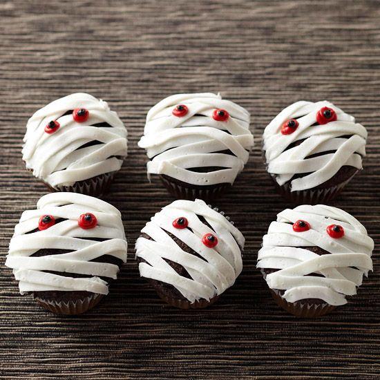 Yummy Mummy CupcakesHalloween Parties, Cupcakes Ideas, Halloween Recipe, Halloweencupcake, Halloween Cupcakes, Cups Cake, Mummy Cupcakes, Halloween Treats, Cupcakes Rosa-Choqu