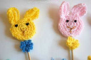 Decorazione pasquale: coniglietti e farfalline segnaposto.