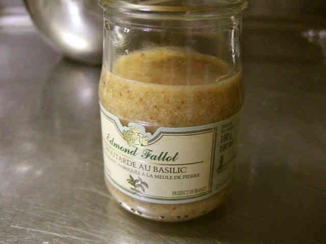 モロッコ★アムルー甘いアーモンドソース                                                 材料 (150cc位) アーモンド 50g はちみつ 30g~ アルガンオイル 30cc~              《my覚書: このレシピを元に、アーモンド⇨炒ったすりゴマたっぷり又はクルミ。  アルガンオイル⇨エゴマ油や亜麻仁油、あと、ギーとかに代用しても良いの出来そうかなぁ》