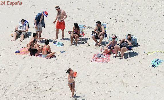 El gobernador de Nueva Jersey ordena cerrar las playas y se va a tomar el sol a una de ellas