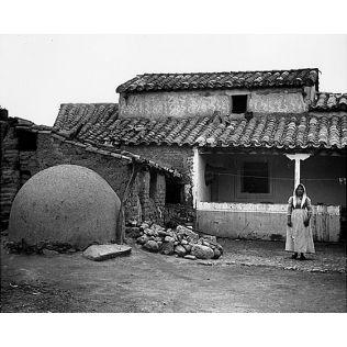 Fondo Costa - Villassor, Esterno di abitazione tradizionale campidanese con il forno esterno a palla