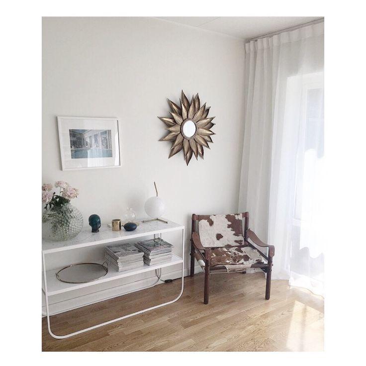 Gotain linnegardin, gardinen är skräddarsydd från tak till golv och ger en illusion av en högre takhöjd. Denna gardin är 300cm bred, en skållad dubbelbredd. Linnegardinerna säljs i både singel och dubbelbredd.