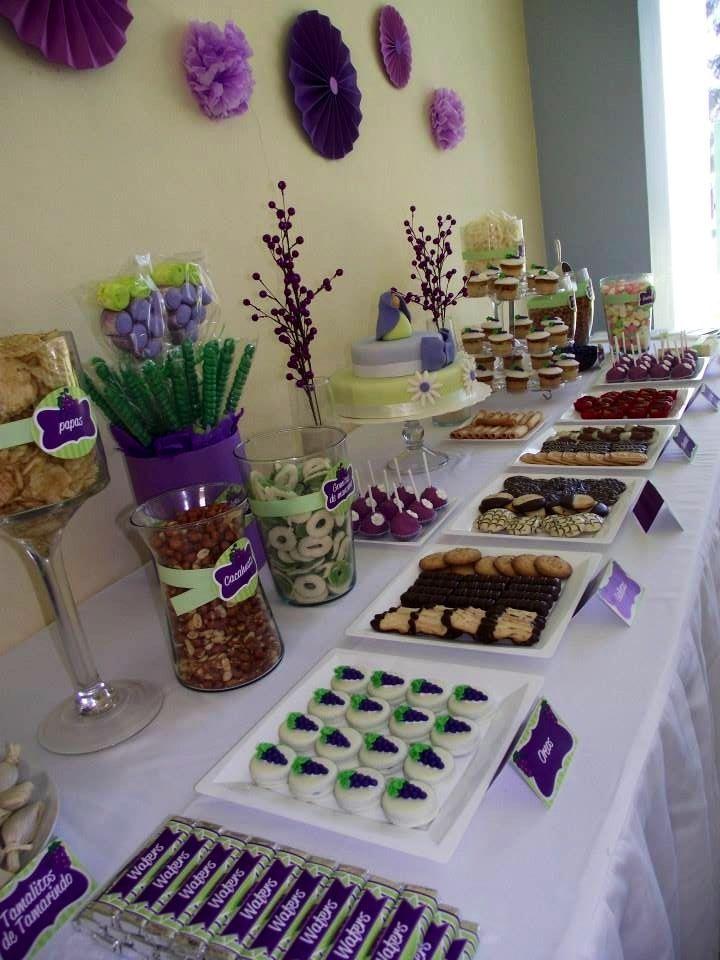 Candy bar de primera comuni n tema uvas colores morado - Sideboard lila ...