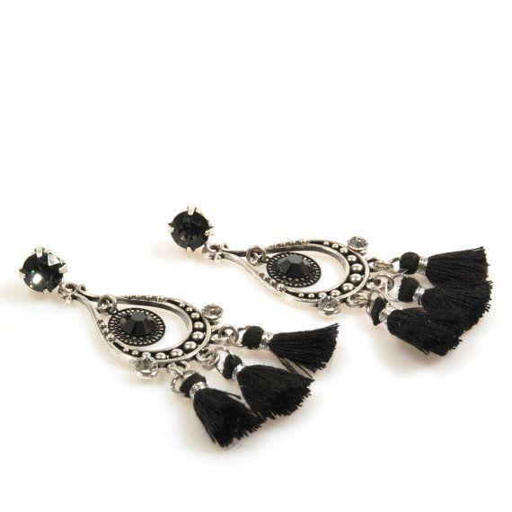 Zwarte oorbellen kwastjes, Swarovski oorbellen lang, dames kerstcadeau handgemaakt, one of a kind sieraden, gypsy stijl sieraden