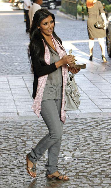 post_image-kim-kardashian-sam-edelman-sandals-2