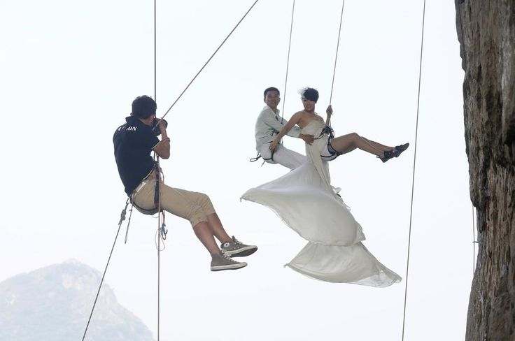 Higher Love / Chinese Couple Take Wedding Photos While Rock Climbing (via BuzzFeed)