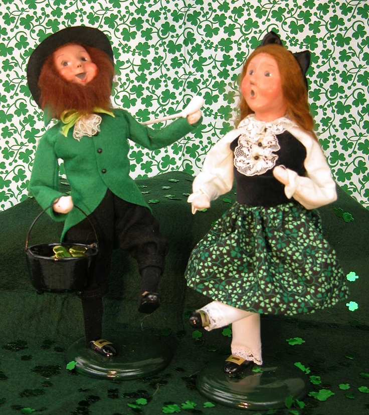 Christmas Caroling Family Set Of 4: 17 Best Images About CAROLERS/FIGURINES On Pinterest