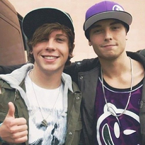 Did keaton stromberg dating acacia