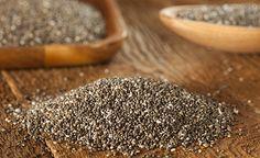 """Für die alten Maya waren Chia-Samen Grundnahrungsmittel und Heilmittel in einem. Inzwischen ist auch Europa auf das """"Superfood"""" aus Mexiko aufmerksam geworden, denn die kleinen Samen haben es in sich. Mit ihrem Gehalt an Antioxidantien, Kalzium, Kalium, Eisen, Omega-3- und Omega-6-Fettsäuren stellen sie manch anderes bewährtes Lebensmittel in den Schatten. Wir möchten Ihnen diese nährstoffgeladenen Samen vorstellen und Ihnen einige kreative Rezepte in die Hand geben."""