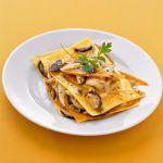 Guarda come cucinare le lasagne con i funghi e zucca, tipiche della Lombardia. Scopri i dettagli della ricetta su Sale&Pepe.