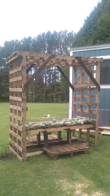 Kults grape arbor bench from pallets