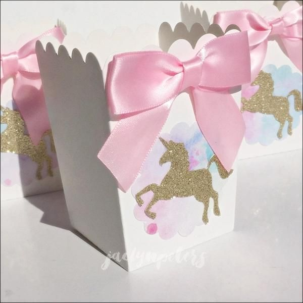 Package your unicorn birthday party treats with our popcorn style boxes in gold glitter, pink and lavender! Candy bars will sparkle with magic when each hand cr