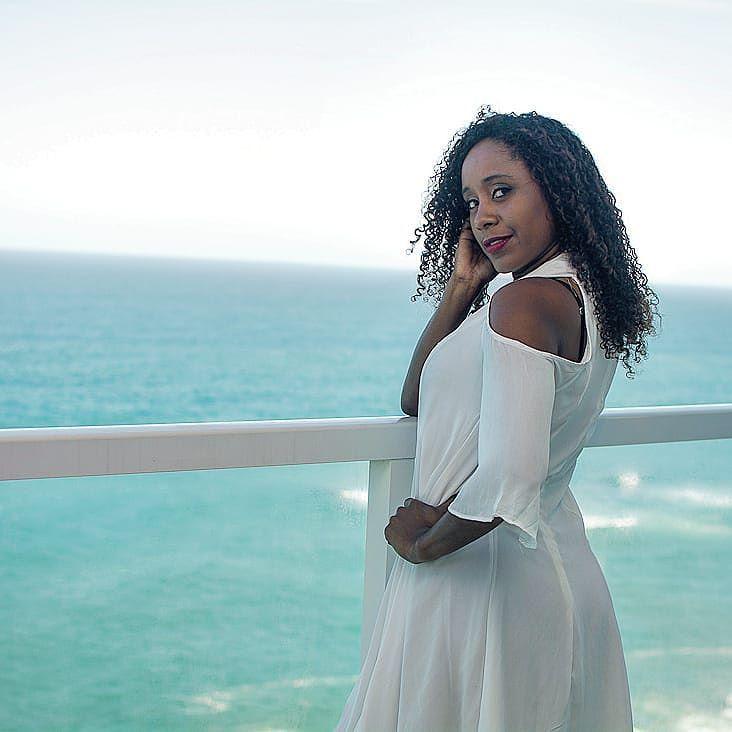Fotografia: @dbritofotografia Modelo: @jackysampaioofficial Local: @casaemar Anfitrião: @lucasspainsta  Venha conhecer mais do nosso trabalho. Para maiores informações entre em contato através dos número (21)96573-7145 ou dbritofotografia@outlook.com.br  Parceiros: @jackysampaioofficial @viajecomopedro @vouevoltoja @lucasspainsta  #moda #women #style #beauty #hairstyle #dresses #colorful #womensfashion #hairs #blackwoman #artshub #nice #makeup #clothes #outfit #estilo #fashion #look…