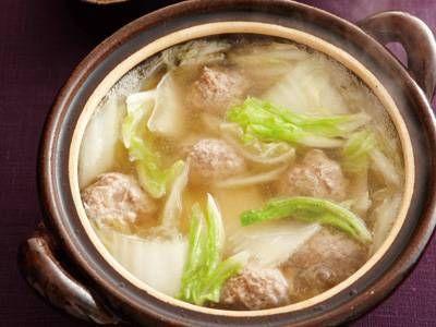 渡辺 あきこ さんの鶏ひき肉を使った「白菜と鶏だんごの小鍋」。クタッと柔らかく煮えた白菜が堂々の主役。うまみの詰まっただしは、締めにうどんやお餅を入れても楽しめます。 NHK「きょうの料理」で放送された料理レシピや献立が満載。