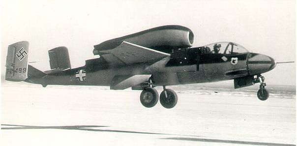 https://flic.kr/p/9RESWK | Heinkel He 162 A-2 « Volksjäger » | Courtesy www.39-45strategie.com/He_162.3825.0.html