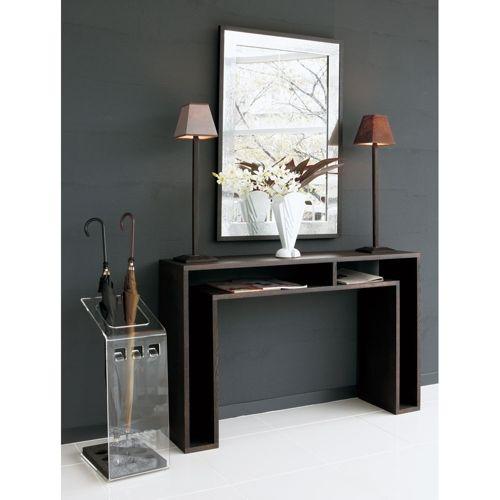 【ブランド名abode(アボード)・デザイナーはウー・バホリヨディン】デザイナーのウー・バホリヨディンが手が掛ける多用途にフレキシブルに対応できる天然木のコンソールテーブル