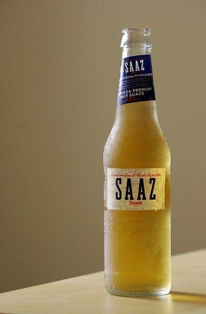 Cerveja Saaz Damm , estilo Lite American Lager, produzida por Damm, Espanha. 3.5% ABV de álcool.