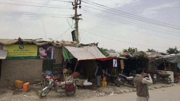 Potret Taliban di Mata Wartawan BBC Sebuah Laporan Perjalanan  KIBLAT.NET  Enam belas tahun setelah pemerintahan Taliban terguling akibat invasi AS ke Afghanistan Taliban terus berperang dan kembali menguasai sejumlah wilayah secara signifikan. Hingga kini Afghanistan masih terjerumus ke dalam konflik berkepanjangan termasuk beberapa bulan terakhir dimana kita menyaksikan serangkaian aksi serangan berdarah dan mematikan.  Di sejumlah kota penting di bagian selatan yang dikuasai Taliban…