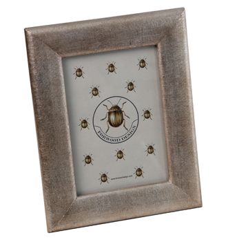 A different take on linen. Photo frame with an antique silver finish.