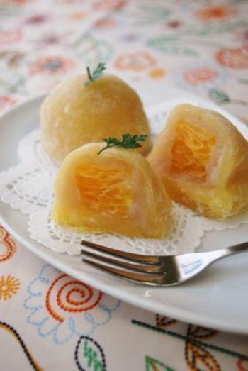"""上品な甘味とビターな味わい。春の柑橘""""はっさく""""を食卓に。   キナリノ レシピ名は""""夏みかん""""ですが、八朔とオレンジジュースで作る大福"""