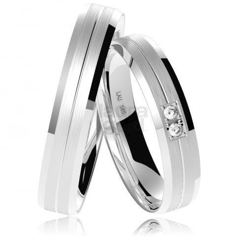 svadobné obrúčky - 843 Tieto 4 mm široké obrúčky so zaobleným profilom sú vyrobené dvojitou technológiou spracovania. Jemné ryhovanie po celom obvode zdobia na dámskej obrúčke dva zirkóny. Na želanie Vám pre dámu osadíme aj pravý briliant. #wedding #rings #exhibition #instalike #instagood #sperky #obrucky #2016 #svadba #wedding #slovensko #lauragold #goldsmith