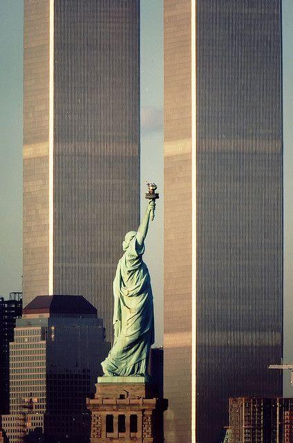 Non ci sono più albe, non ci sono più tramonti con questo skyline, non ci sono più 2.763 persone e da quel momento il #mondo non è stato più come prima. 9/11 #WorldTradeCenter  #pernondimenticare #GodblessAmerica