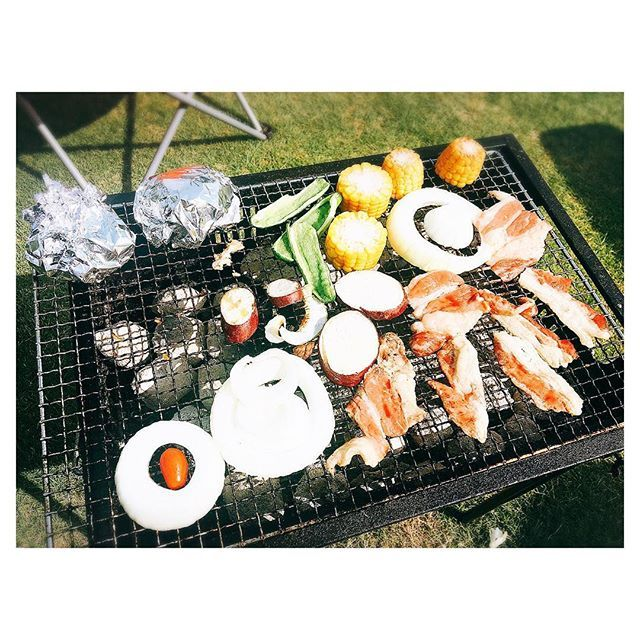* マイホーム庭で #BBQ 。 ・ 嫁の友達がいっぱい来て男1人…。 当然のように #準備 #火起こし 担当。 ・ #夏 #休日 #大人の夏休み  #バーベキュー #夏満喫 #休日 #肉 #残暑が厳しいざんしょ #暑い #summer #instahappy