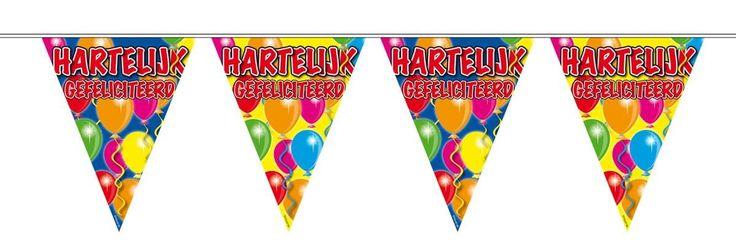 """Kleurige slinger met vrolijke bedrukte vlaggetjes met ballonnen en de tekst """" Hartelijk gefeliciteerd"""". Zeer geschikt voor verjaardagen, maar ook voor andere felicitaties! (geslaagd, jubileum, huwelijk, etc)Deze vlaggenlijn is dubbelzijdig bedrukt en is wel 10 meter lang.  Afmeting: 44x300x220 mm - Vlaggenlijn ballonnen: gefeliciteerd - 10 meter"""