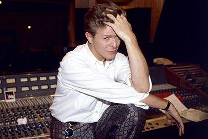 Два неизданных альбома Дэвида Боуи выйдут в апреле http://mnogomerie.ru/2017/03/10/dva-neizdannyh-alboma-devida-boyi-vyidyt-v-aprele/  Дэвид Боуи Две редких пластинки с неизданными прежде песнями британского музыканта Дэвида Боуи выйдут 22 апреля. Об этом в пятницу, 10 марта, сообщает TheGuardian. Они выйдут ограниченным тиражом к 10-му по счету Дню музыкального магазина, отмечаемому ежегодно с 2007 года. Первый альбом Cracked Actor станет трехдисковой записью концертного тура Боуи 1974…