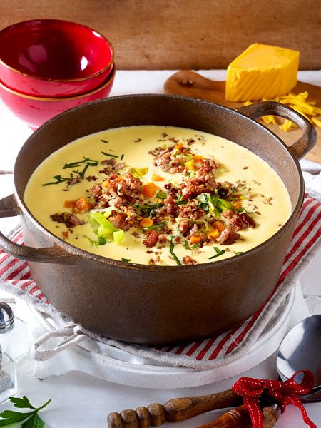 Käse-Porree-Suppe mit Hack-Topping