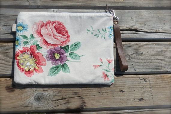 Pouch Peony Floral ZIPPERED clutch  ecru french by dawnaparis, €30.00
