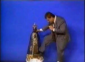.: Pastor da Igreja Universal chuta e xinga imagem de N.S. Aparecida