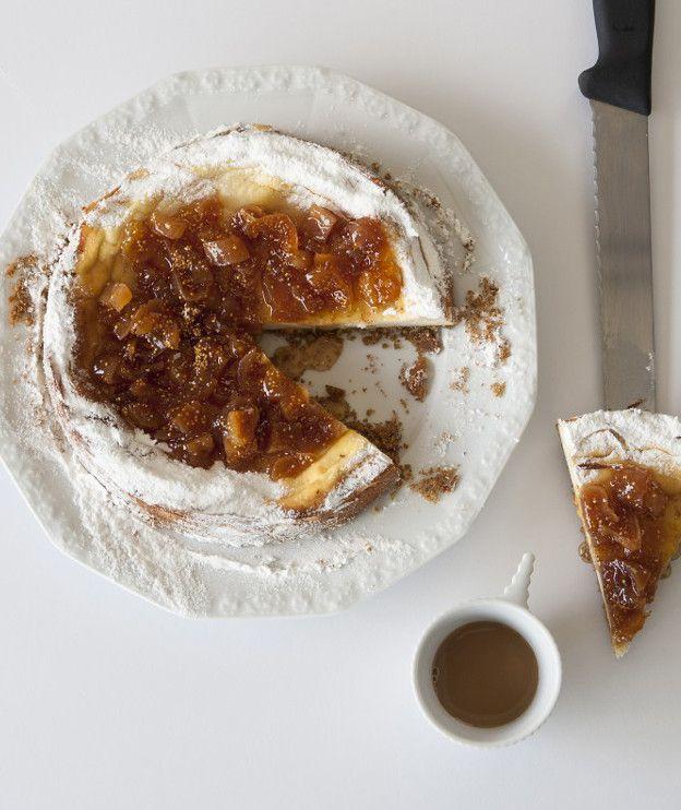 Πεντανόστιμα ξερά σύκα, ανθότυρο και παξιμάδια είναι τα υλικά που χρειάζεστε για να φτιάξετε το ελληνικό τσιζκέικ.