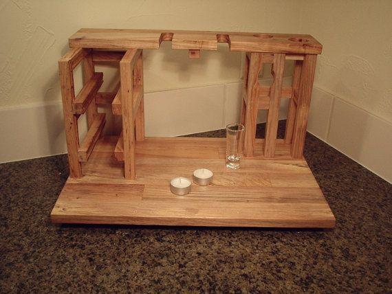 Notre soirée vins et fromages pour 2, comprend casier à vin pour 2 bouteilles de vin, 2 supports de verre, planche à découper fromage et