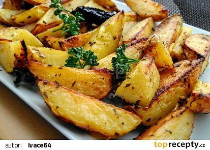 Brambory pečené v česnekovém oleji se sušenými rajčaty s bazalkou recept - TopRecepty.cz