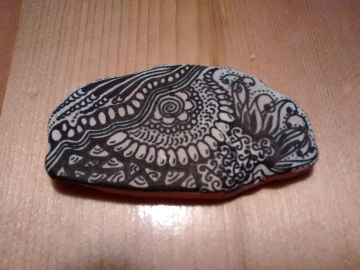 Zentangle, micronpen op steen. (verkocht)