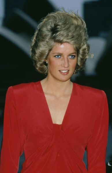 1988 Australian tour Princess Diana and a gust of wind from behind. her hairspray kept most of the style intact!