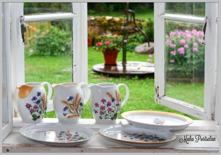 Country stile tabelware, handpainted porcelain