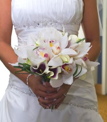 Bouquet made of orchids & calla lilies | Photo by John Saponara