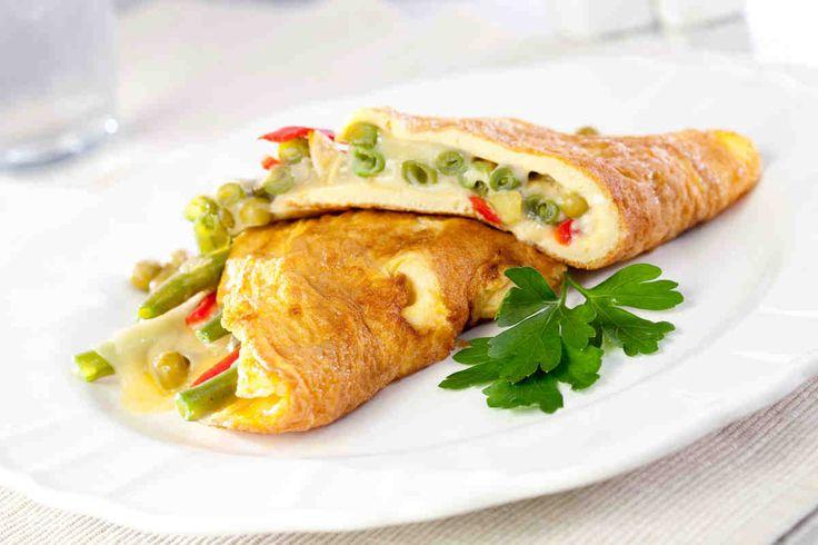 Omlet nadziewany fasolką szparagową, zielonym groszkiem, czosnkiem i chilli #smacznastrona #poradytesco #przepisytesco #food #omlet #fasolkaszparagowa