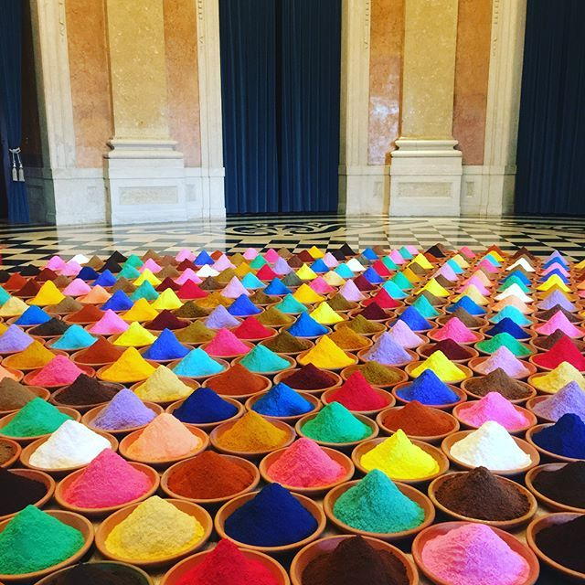 """Así vivimos el recorrido de la exhibición #LifeFields de @sonia_falcone en el @palacioajuda en #Lisboa / Una artista contemporánea que gracias a su colorido estilo y extravagante obra consiguió hacerse un espacio en los libros de historia al """"reconquistar"""" el palacio más impresionante y emblemático de la capital portuguesa.  - - - #arte #artecontemporaneo #lisboa #contemporaryart #art #colorful #SoniaFalcone #palace #palaceajuda #historic #palacio #royal #royalty #realeza #palacioreal  via…"""